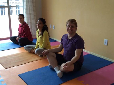 Cura solidária: Participantes da aula de Hatha Yoga, que encararam chegar super cedo no domingo!