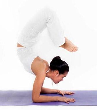 guia-da-alma-chakra-Sahasrara-posturas-yoga-Vrschikasana-