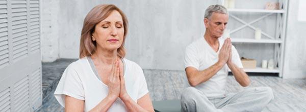 terapeutas em meditação e autocuidado
