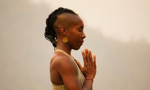 Mulher em Meditação - Shaoca: purificação mente